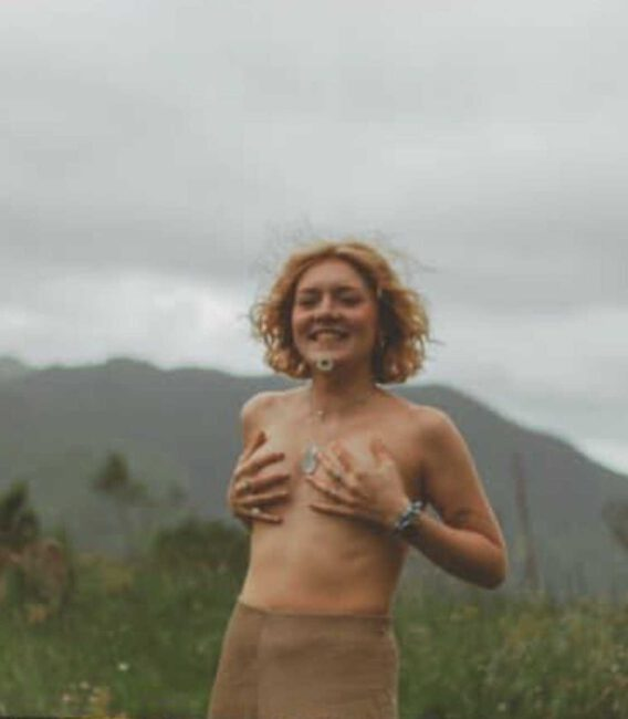 Iga Krefft pozuje topless