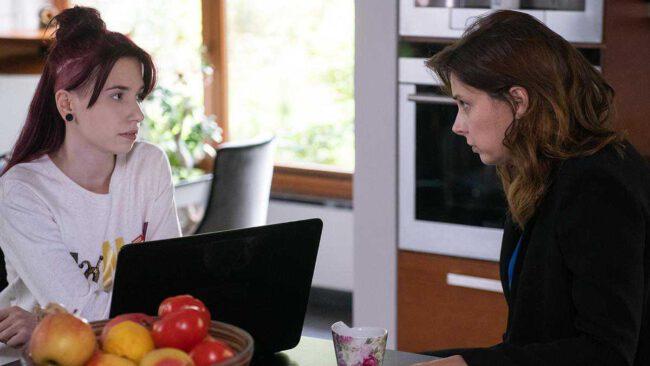 Na Wspólnej (odc. 2943): Co się wydarzy? Matka potrąconej przez Weronikę Kamili, przychodzi do kancelarii Roztockiej.