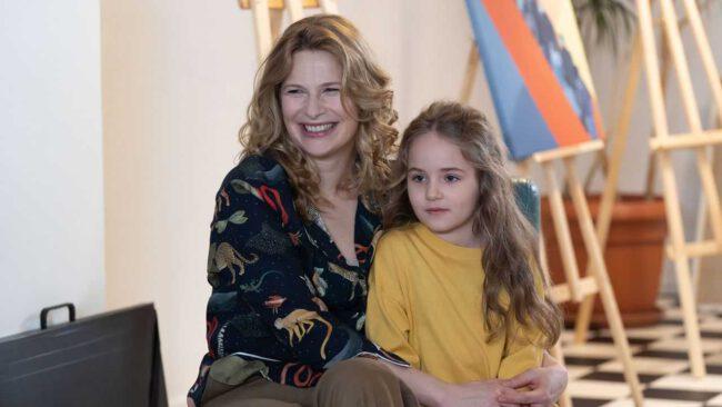 Barwy szczęścia, Iza (Agata Warchulska) umiera. Kto zaopiekuje się Paulinką?