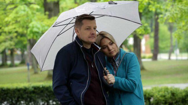 M jak miłość odcinek 1453, Julka (Joanna Kuberska), Paweł (Rafał Mroczek)