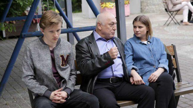 M jak miłość odcinek 1459, Katia (Joanna Jarmołowicz), Łukasz (Jakub Józefowicz), Otar (David Gamtsemlidze)