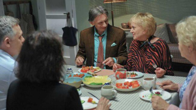 M jak miłość odcinek 1457, Barbara (Teresa Lipowska), Kisielowa (Małgorzata Różniatowska), Robert (Krzysztof Tyniec)