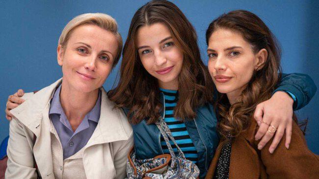 Zawsze warto - Dorota (Katarzyna Zielińska), Marta (Weronika Rosati), Ada (Julia Wieniawa)