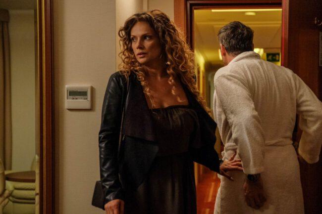 Przyjaciółki odcinek 167, Patrycja (Joanna Liszowska) przyłapie Wiktora (Paweł Deląg) na zdradzie