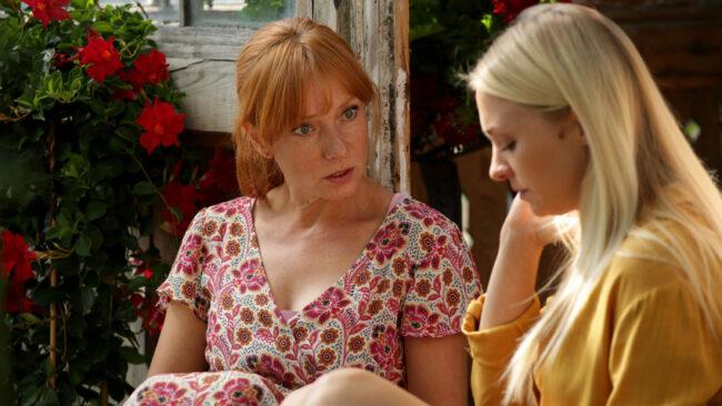 M jak miłość, Joasia (Barbara Kurdej-Szatan), Agnieszka (Magdalena Walach)