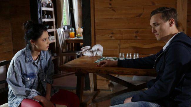 M jak miłość, Olek (Maurycy Popiel), Iza (Adriana Kalska)