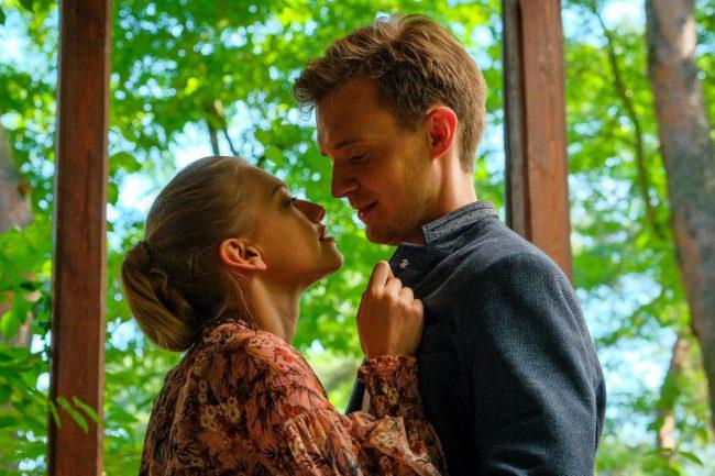 Przyjaciółki odcinek 168, Antek (Maciej Zuchowicz), Julka (Nicole Bogdanowicz)