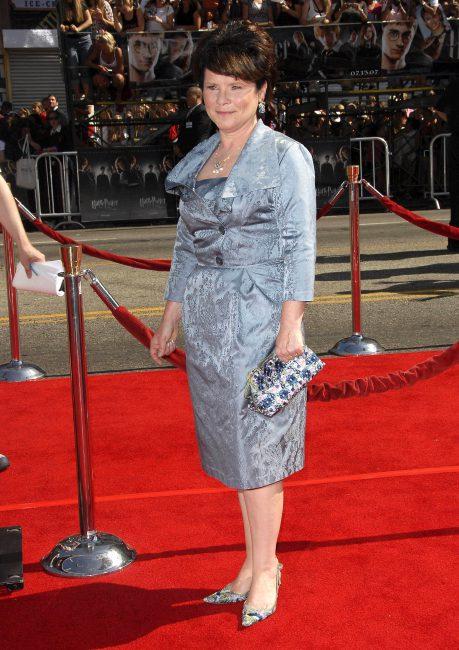 """Imelda Staunton jako Królowa Elźbieta II w 5 sezonie """"The Crown"""""""