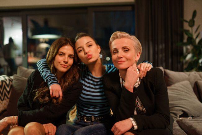 Zawsze warto odcinek 10, Marta (Weronika Rosati), Ada (Julia Wieniawa), Dorota (Katarzyna Zielińska)