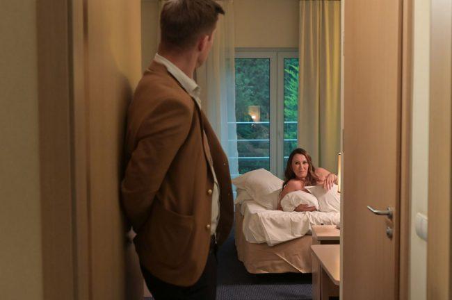 Na Wspólnej (odc. 2998): Darek męską prostytutką! Anna obieca mu posadę w zamian za seks
